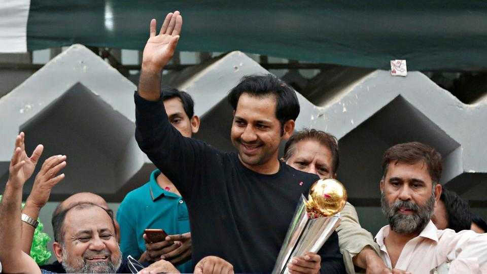 Pakistan's Sarfraz Ahmed gestures to cricket fans as he celebrates winning the ICC Champions Trophy upon his arrival at his house in Karachi, Pakistan June 20, 2017. REUTERS/Akhtar Soomro (REUTERS)