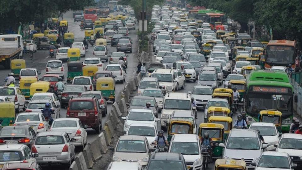 Traffic jam on Inner Ring road. Masssive jams were observed in multiple locations with cab prices surging as a response. (Burhaan Kinu/HT Photo)