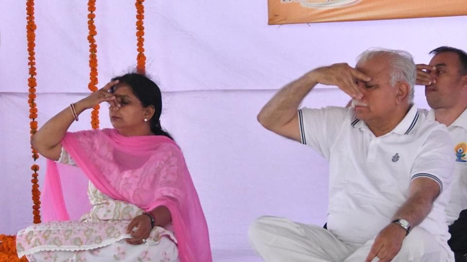 Haryana chief minister Manohar Lal Khattar practising Pranayam at a yoga function in Karnal. (HT Photo)