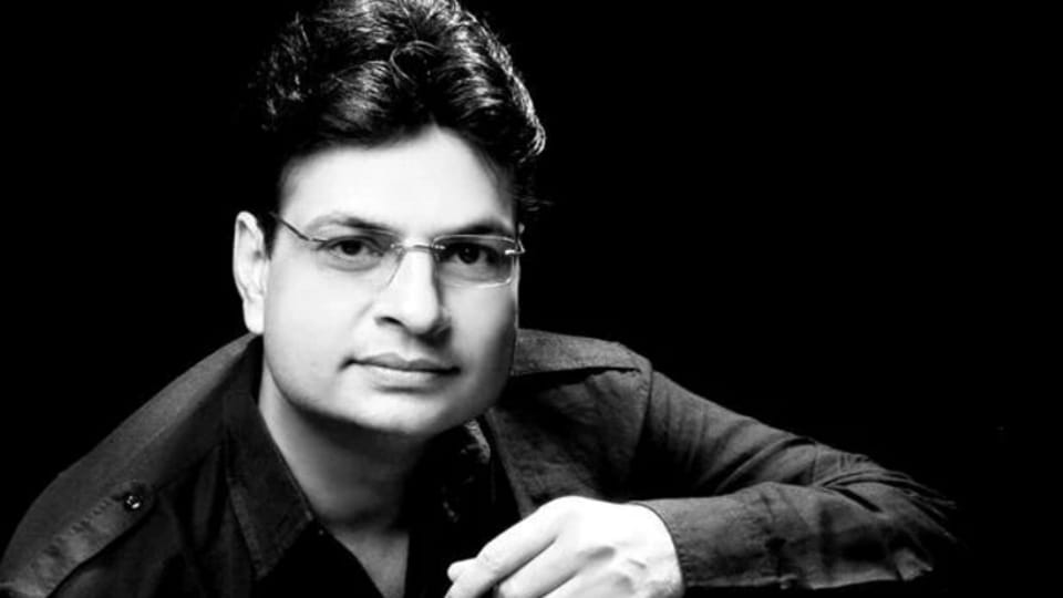 Irshad Kamil came to limelight after Socha Na Tha released.