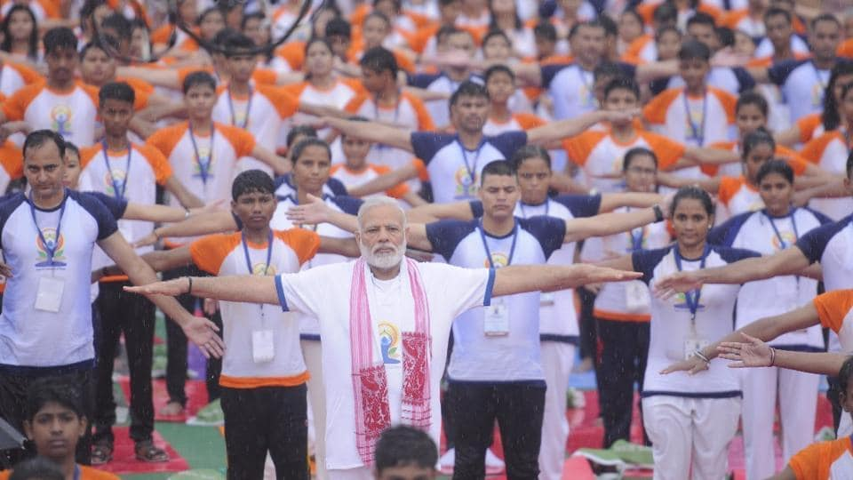 Prime Minister Narendra Modi  takes part in a yoga session at Ramabai Ambedkar ground in Lucknow, Uttar Pradesh.  (Subhankar Chakraborty/HT Photo)