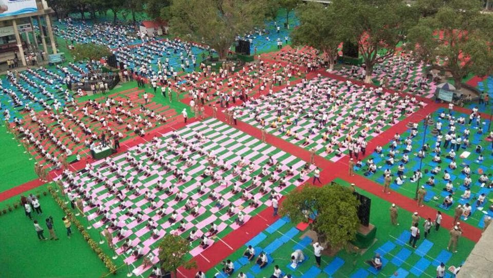A large crowd takes part in yoga exercises in Chandigarh, Punjab. (Keshav Singh/HT Photo)