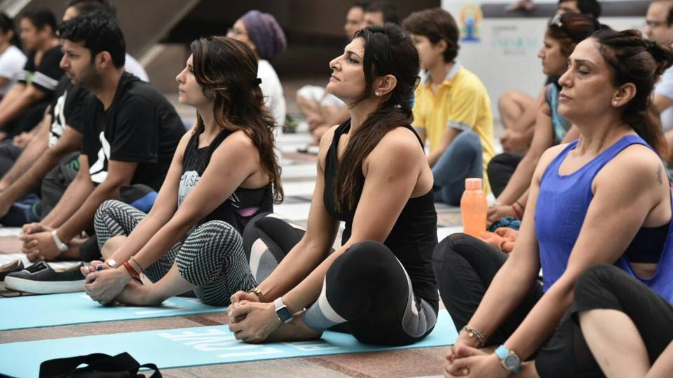 A group session on Yoga Day at Cyberhub in Gurgaon, Haryana. (Sanjeev Verma/HT Photo)