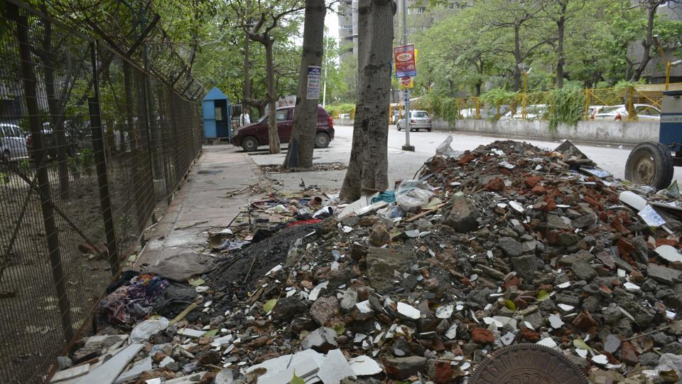 The municipal commissioner had found construction debris outside the two towers — Satpura and Nanda — during an inspection, in violation of the National Green Tribunal's (NGT) orders.
