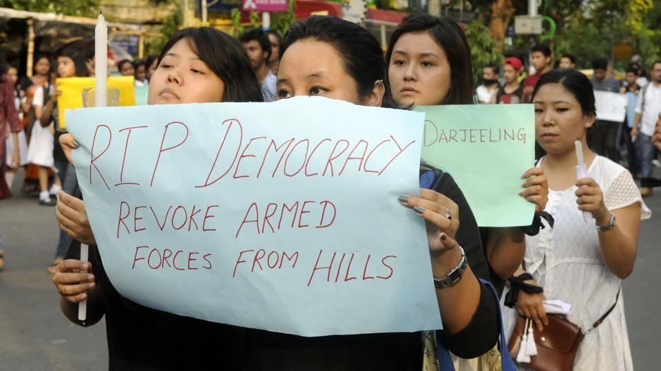 Protesters silently condemn the actions of the West Bengal government in the foothills and urge the establishment of Gorkhaland.