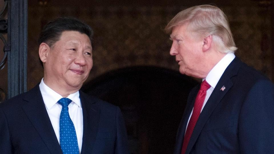 US President Donald Trump (R) welcomes Chinese President Xi Jinping (L) to the Mar-a-Lago estate in West Palm Beach, Florida, on April 6.