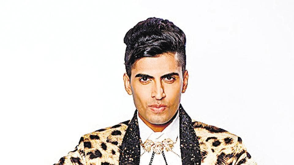 Ex-Bigg Boss contestant Sushant Divgikar is popular for his ability to sing in both male and female voices.