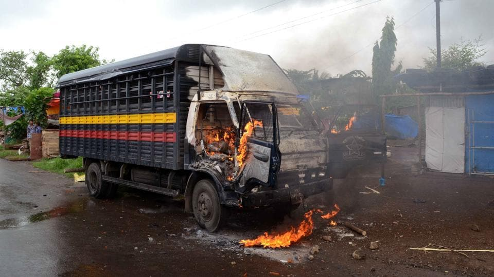 Angry farmers clashed with police and burned down four police vehicles in Kalyan on Thursday.