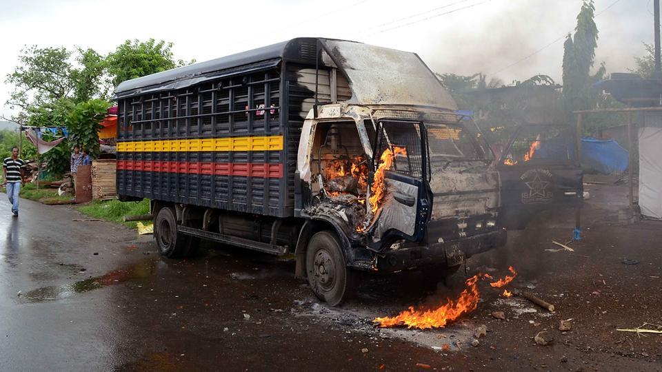 When a police team tried to enter the Bhal village, the mob ran up to a police van and set it ablaze. The police were forced to retreat. (Rishikesh Choudhary/HT PHOTO)