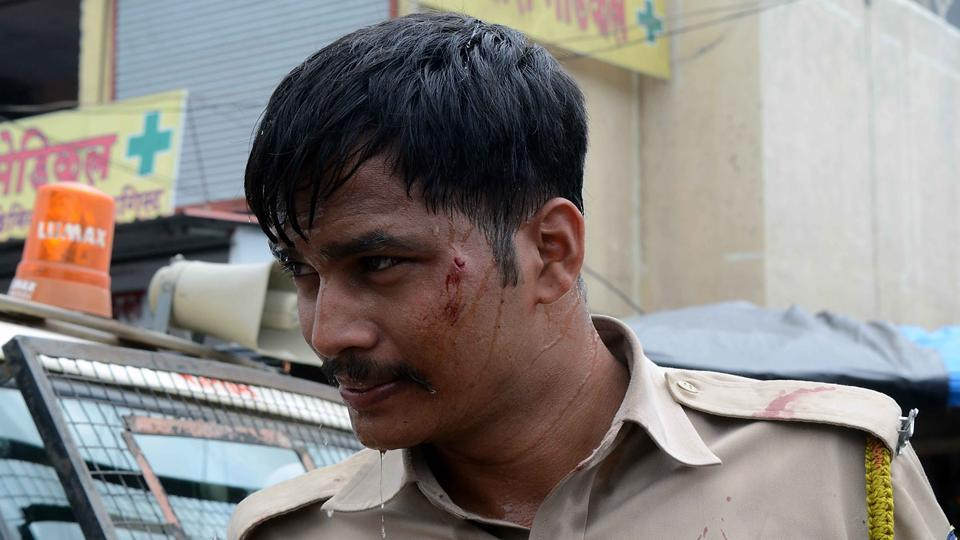 The clash left 15 policemen, 12 villagers and 2 mediapersons injured. (Rishikesh Choudhary/HT PHOTO)