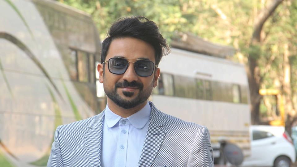 Actor-comedian Vir Das talks about helping comedians who perform in Hindi.