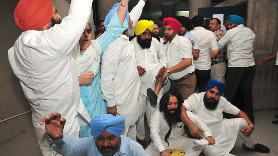 Leader of opposition HS Phoolka later claimed that turbans of three party legislators – Manjit Singh, Pirmal Singh and Jai Kishan Rody – were tossed in the melee.