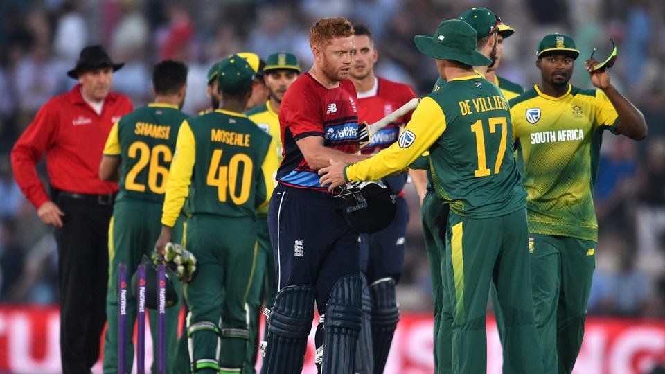 England's Jonny Bairstow (C) shakes hands with South Africa's AB de Villiers after steering the hoststo an easy win in the Twenty20 International at The Ageas Bowl in Southampton.