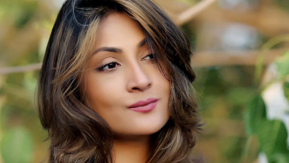 Actor Urvashi Dholakia says that people often tell her to portray positive characters on screen.