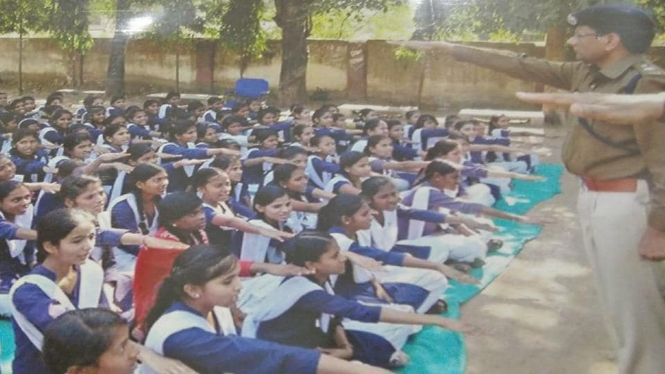 Police in Jhabua exhort girl students to take a pledge to continue their studies till the age of 18.