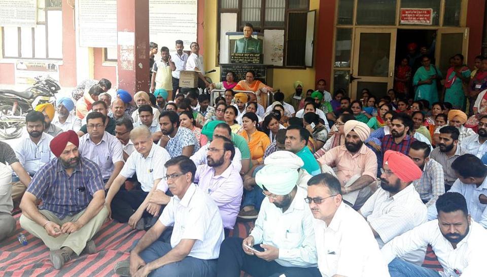 MOGA: Staff led by PCMSA holding protest against assault on governmnet doctor at Civil Hospital Moga on Thursday.