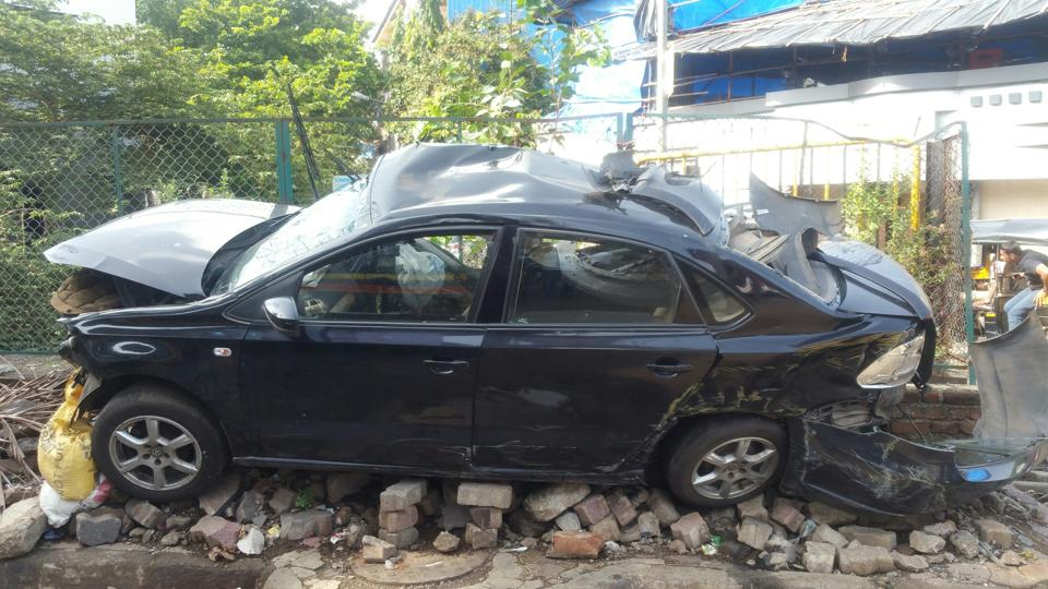The accident took place around 2.45 am on the northbound stretch of the Vakola flyover on the Western Express Highway