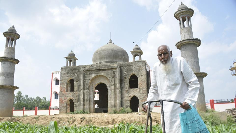 Faizul Hasan Qadri is building a mini 'Taj' in the memory of his dead wife. Despite financial constraints he chose to donate land for a government school even as his 'Taj' project has remained incomplete. (Sakib Ali  / HT Photo)