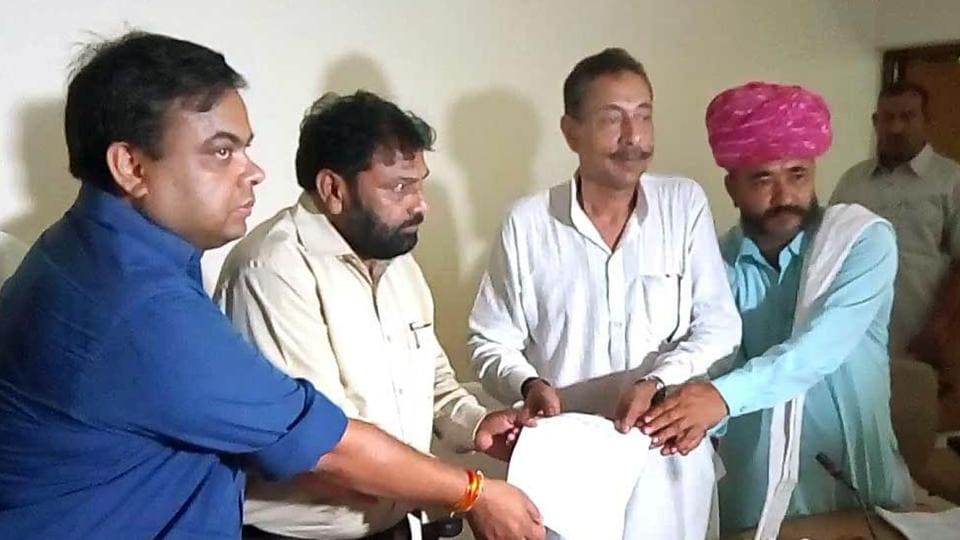Government officials hand over the letter to MLA Vishwendra Singh and Jat leaders giving assurance on reservation in Bharatpur.