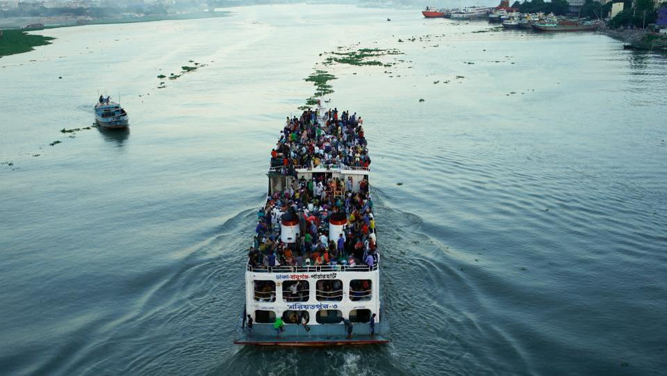 A ferry with passengers travelling home to celebrate Eid al-Fitr festival leaves Dhaka, Bangladesh on June 23, 2017.  (Mohammad Ponir Hossain/REUTERS)
