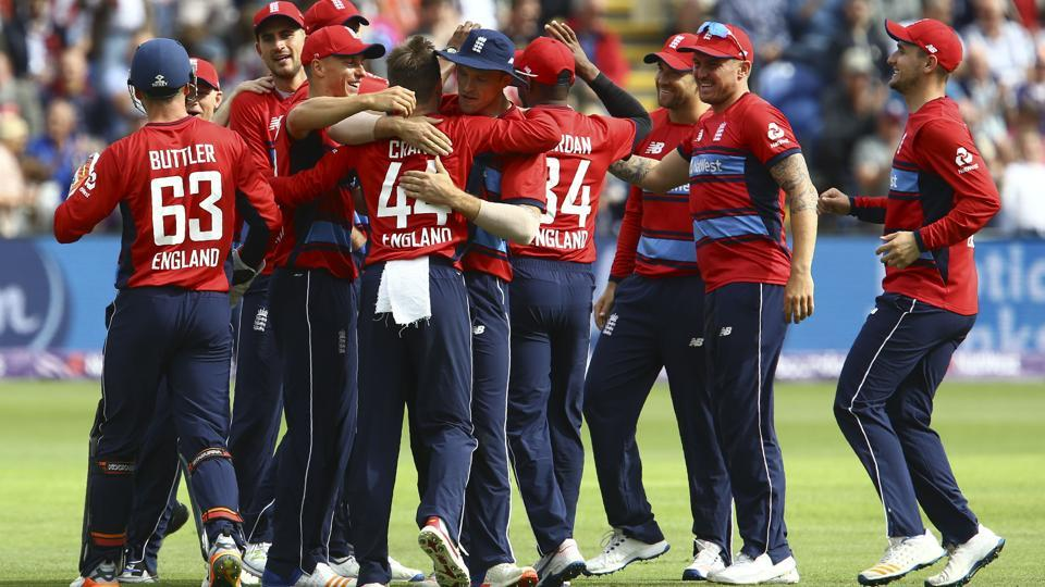 England players celebrate taking the wicket of South Africa's AB de Villiers during the third Twenty20 game. England won the game by 19 runs.
