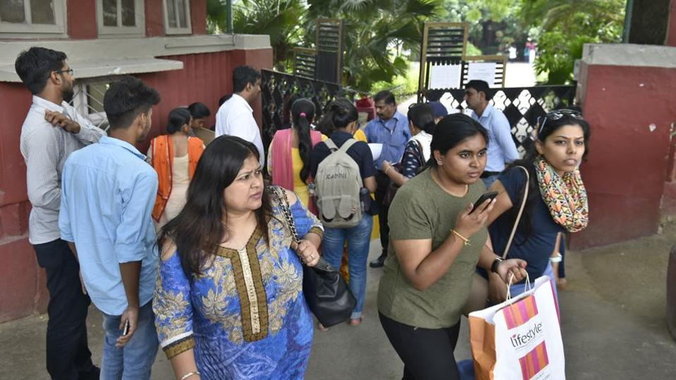 Students visit Lady Shri Ram College for admissions.