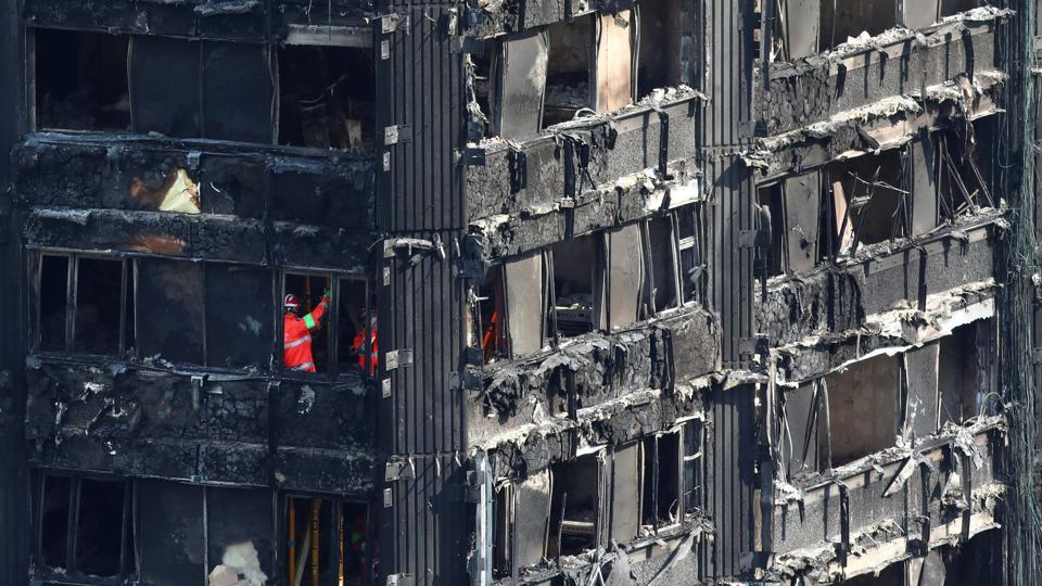 Members of the emergency services work inside burnt out remains of the Grenfell apartment tower in North Kensington, London, Britain, June 18, 2017.  (Neil Hall/REUTERS)
