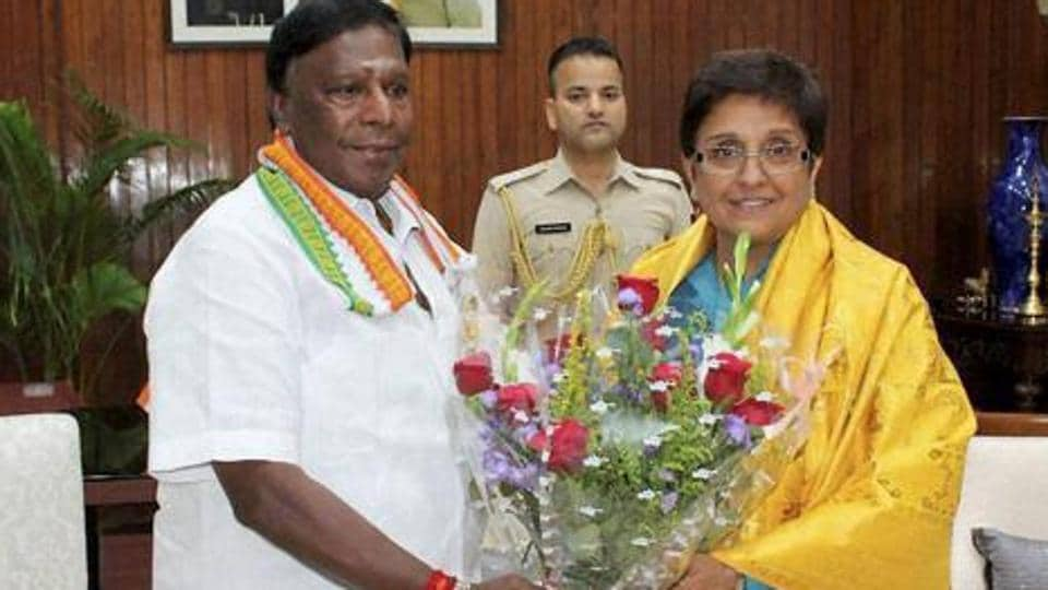 Puducherry chief minister V.Narayanasamy accuses Lt Governor Kiran Bedi  of  overstepping her powers