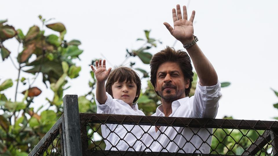 Shah Rukh and AbRam wave to the fans.