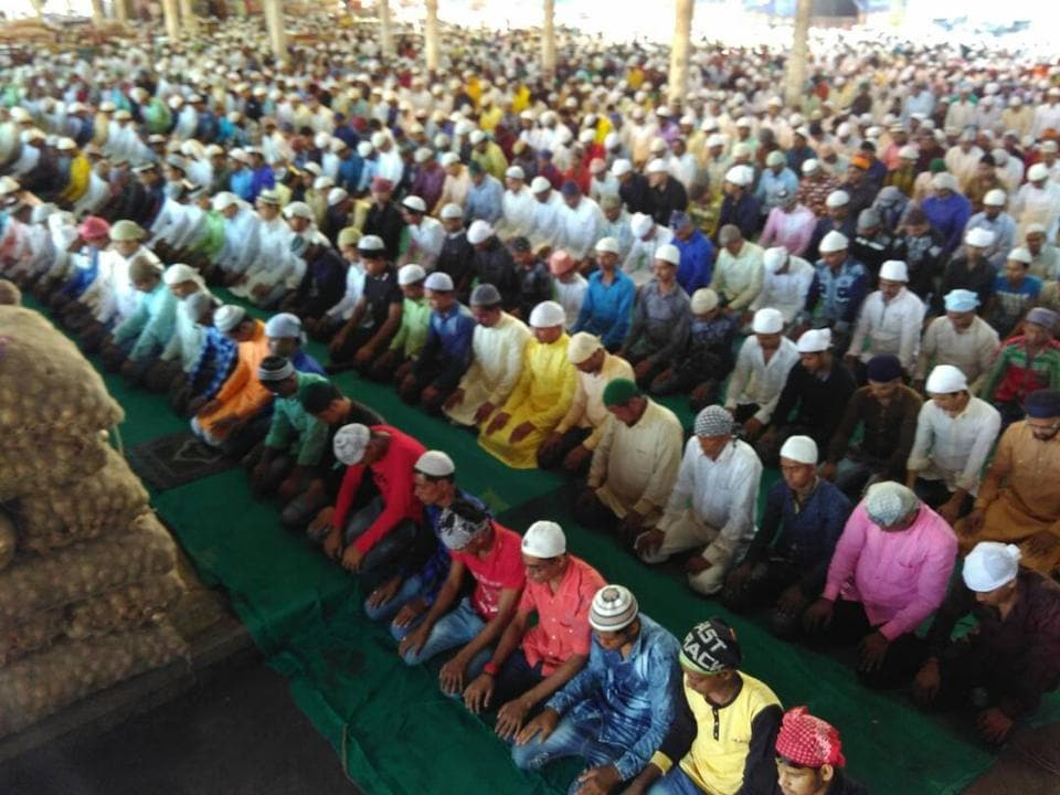Turbhe's Muslims congregate at the APMC market.