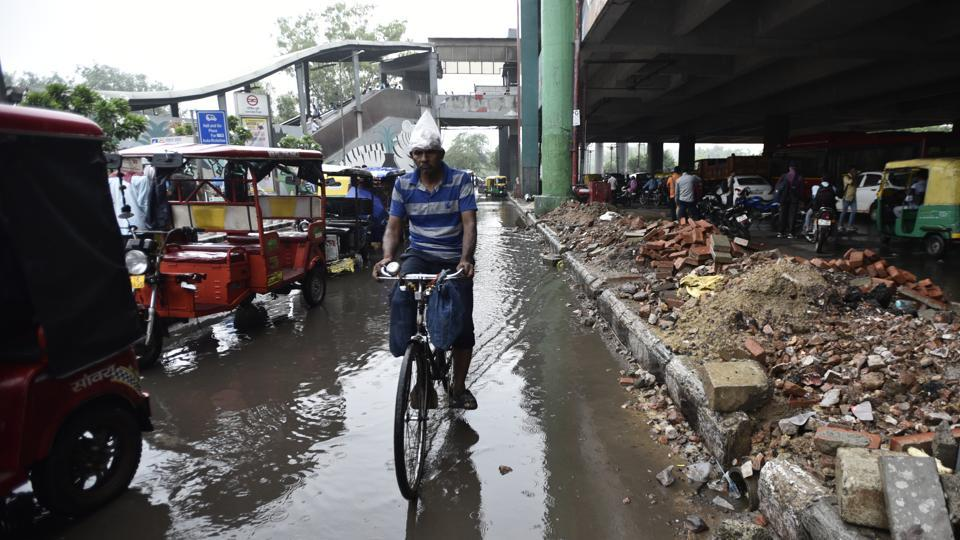 Waterlogging on both sides of the road at the Govindpuri metro station is common .