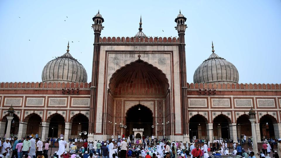 People gather to offer prayers during Eid-ul-Fitr at Jama Masjid mosque in New Delhi on June 26, 2017.