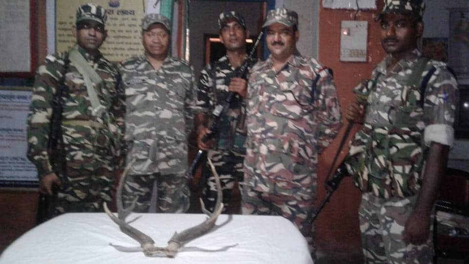 SSB officials with the seized deer horn.
