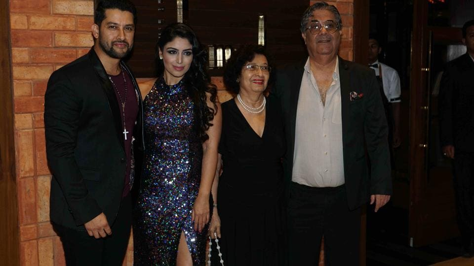 Aftab Shivdasani with wife Nin Dusanj and his family at the party. (Photo: Prodip Guha/HT)