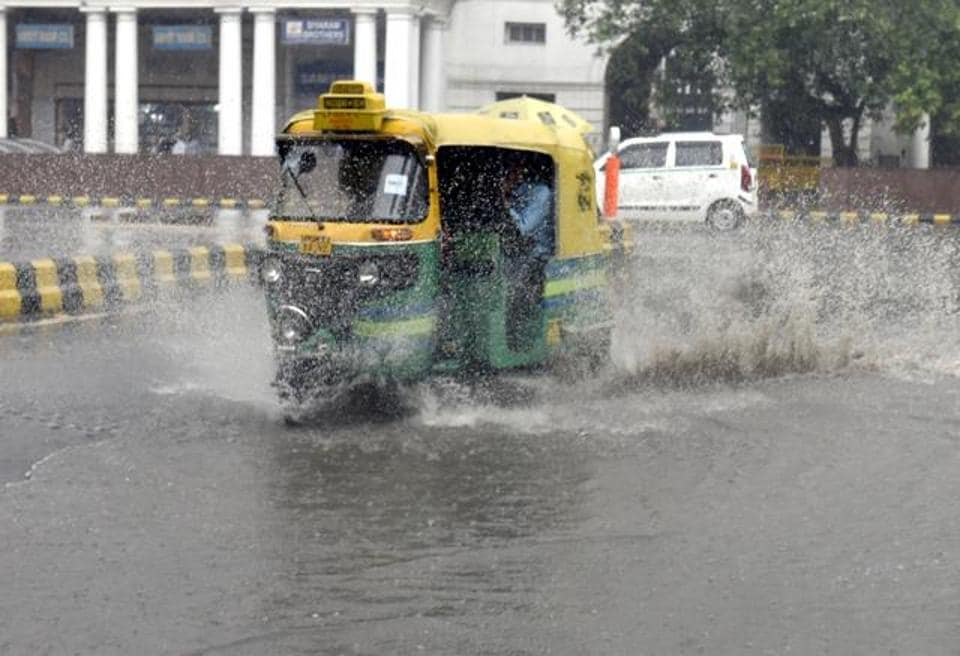 Kejriwal pushes for special body to clean Delhi's clogged drains