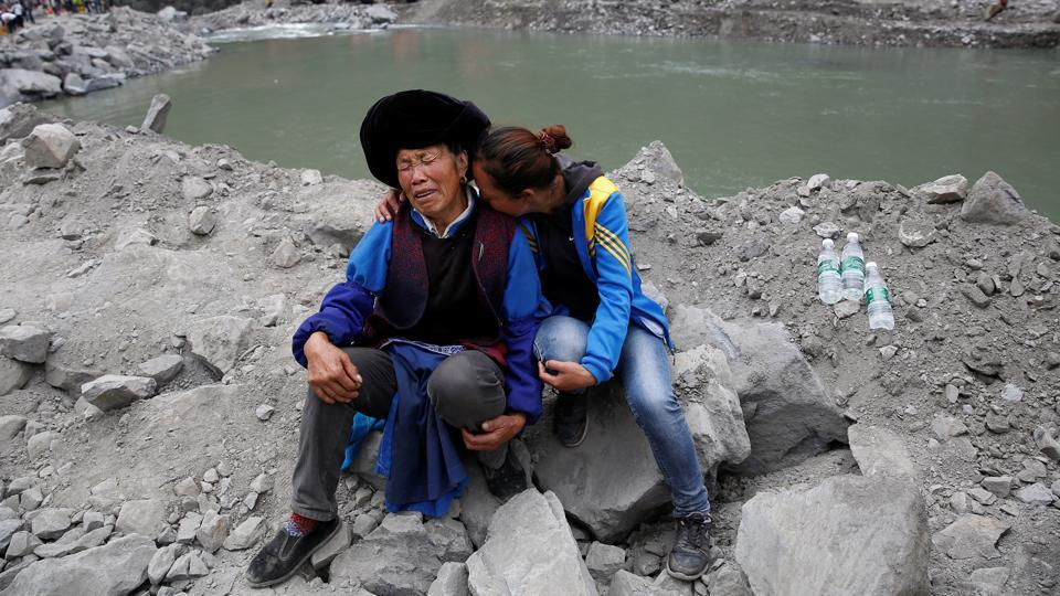 Family members grieve at the site of landslide in Sichuan Province,China.  (REUTERS)