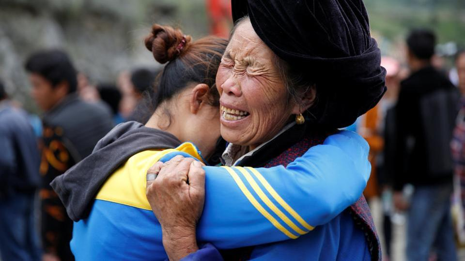 Relatives of victims react at the site of a landslide (REUTERS)