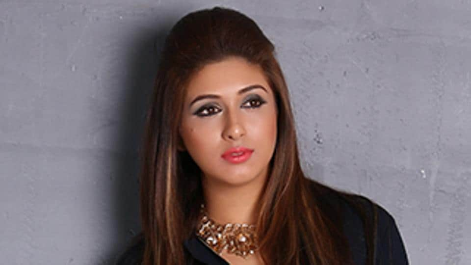 Actor Vahbiz Dorabjee says it's important to be surrounded by family and friends when one is going through a tough time.