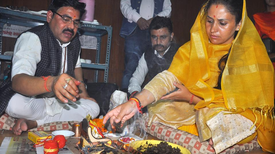 Newly elected Shimla mayor Kusum Sadrate performing 'havan' on her first day in office on Tuesday.