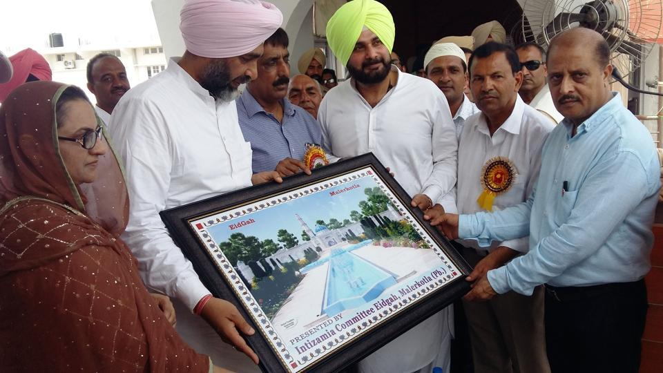 The management committee of a mosque honouring cabinet ministers (from left) Razia Sultana, Manpreet Singh Badal and Navjot Singh Sidhu in Malerkotla on Monday.