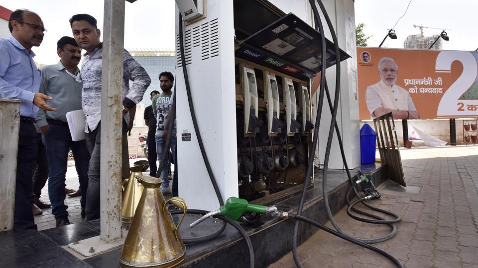 petrol pumps,petrol prices,Gautam Budh Nagar