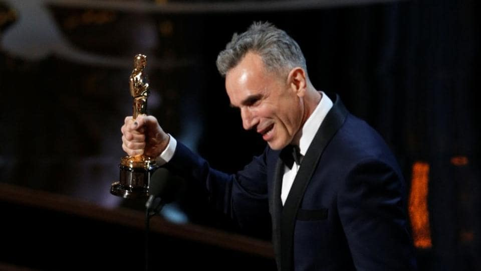 Daniel Day Lewis accepts the Oscar for best actor for his role in Lincoln.