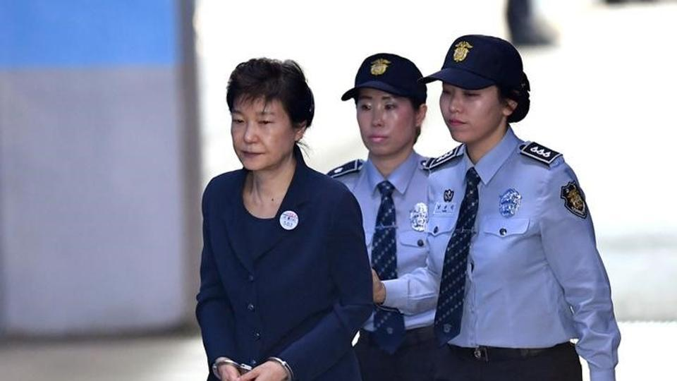 South Korea's ousted leader Park Geun-hye arrives at the Seoul Central District Court for her trial over a corruption scandal. (REUTERS Photo)