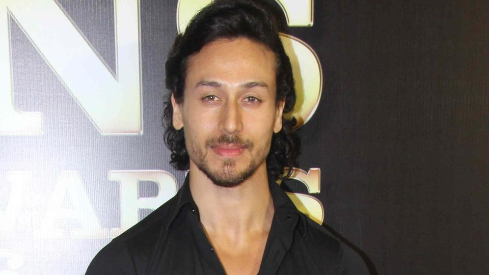 Tiger Shroff is mentoring some kids who are part of his dance instructor's classes.