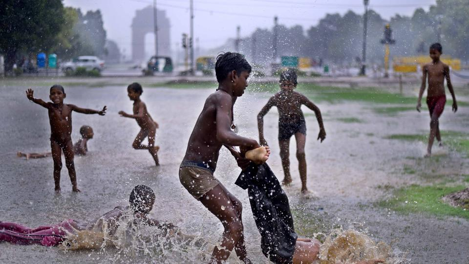 On Wednesday, the temperature in Delhi is likely to remain around 34 degrees Celsius. It was 39.4 degrees Celsius on Tuesday.