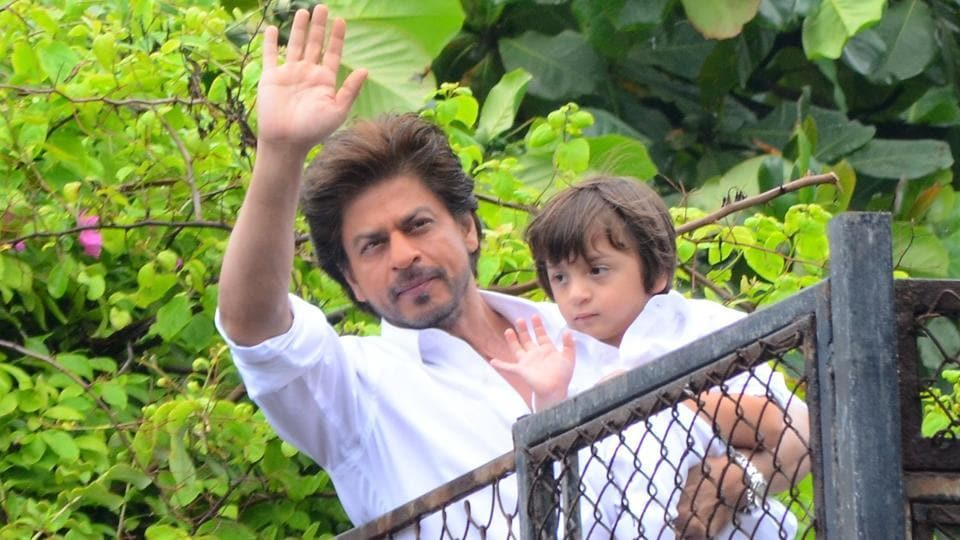 Fans often gather to get a glimpse of their favourite star Shah Rukh Khan outside his house, Mannat in Bandra, Mumbai. Here, he is seen with his son AbRam, as the father-son duo waves at fans.