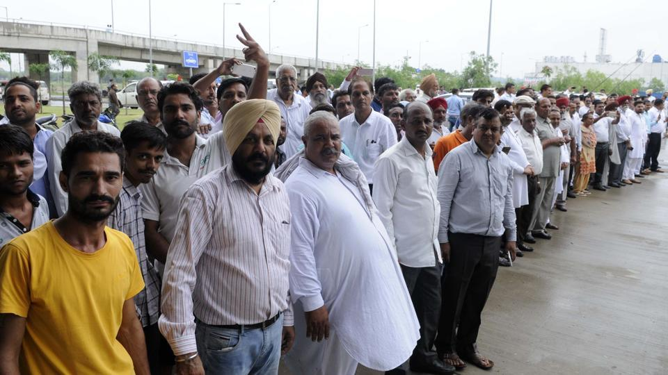 Supporters waiting for Ramnath Kovind outside Chandigarh International Airport. (Keshav Singh/HT Photo)