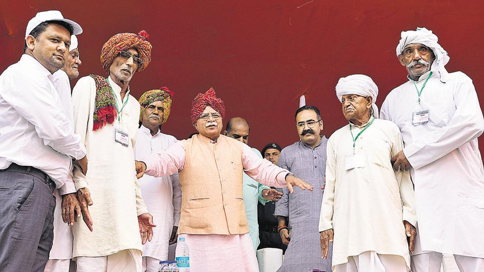 Chief minister Manohar Lal Khattar (centre) was in the city on Thursday to launch a plantation drive. As part of the drive, he planted saplings at Saraswati Kunj Society in Sector 53.