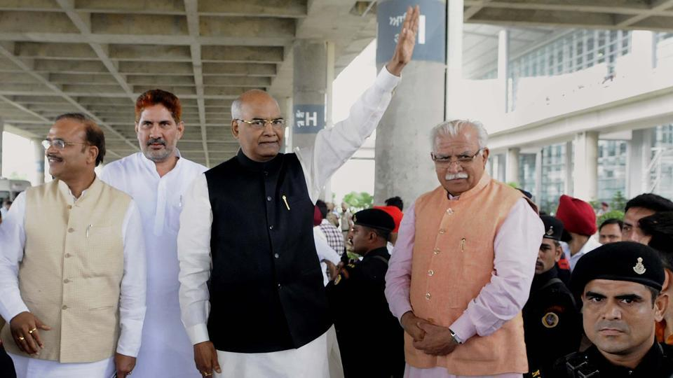 NDA presidential candidate Ramnath Kovind along with Haryana chief minister Manohar Lal Khattar at Chandigarh  International Airport (Keshav Singh/HT Photo)