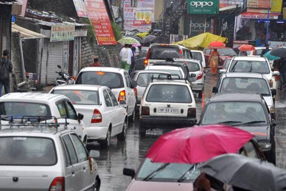 Air-quality monitoring of Shimla shows that pollution on the roads surges between 10am and 6pm. Experts attribute the decline in air quality to increase in traffic.